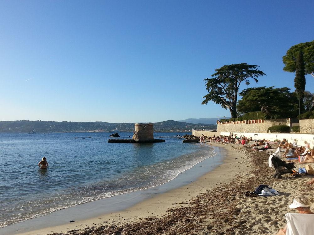jolie villa calme vue mer avec piscine 5min plages de juan les pins entre mandelieu et monaco. Black Bedroom Furniture Sets. Home Design Ideas