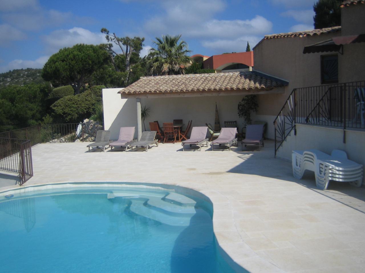 Villa cassis avec piscine sur vue magnifique mer et massif des calanques cassis vacances for Villa vacances piscine