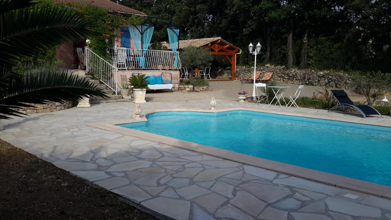 Emejing chambre dhote avec piscine orange gallery design for Chambre d hotre