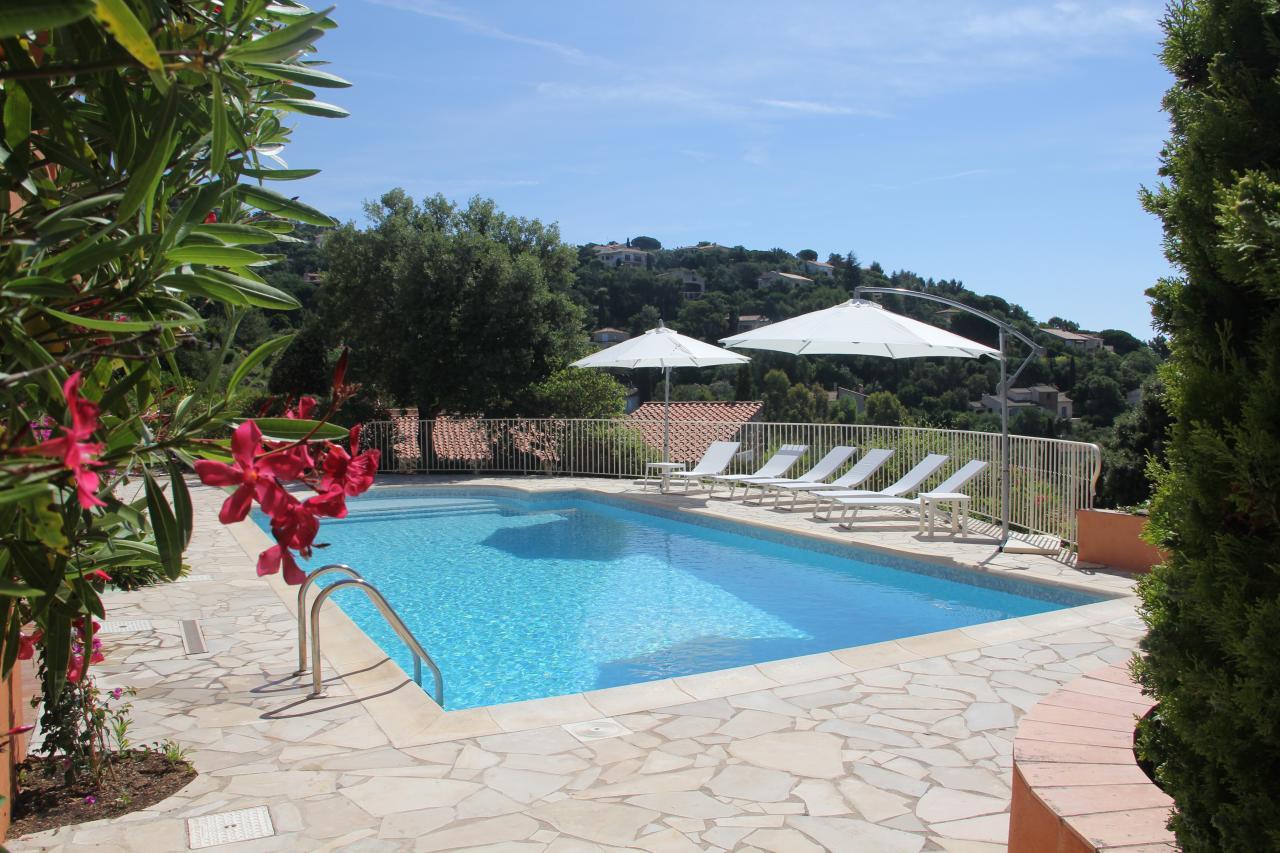 Superbe villa vue mer et piscine golfe de st tropez for Piscine saint tropez