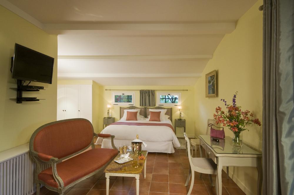 annonce n°92 | 3 chambres d'hôte dans mas de prestige à saint-paul
