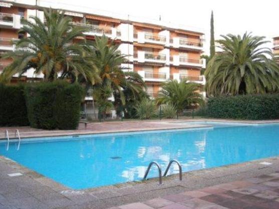 Location appartement st raphael avec piscine for Piscine saint raphael